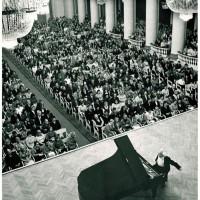 Открытие сезона в Большом зале Ленинградской филармонии. 14.09.1975. Фотограф В. Григорович.